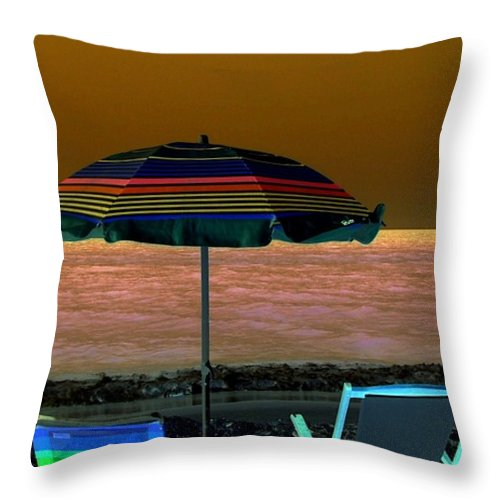 Beach Throw Pillow featuring the digital art Sunset Glow by Kenna Westerman