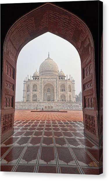Taj Mahal - Color Canvas Print
