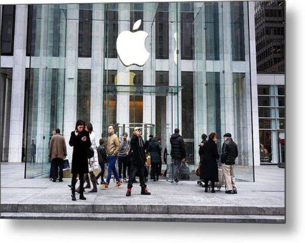 Apple Cuts Component Orders For Iphone5 As Demand Weakens Metal Print by Spencer Platt