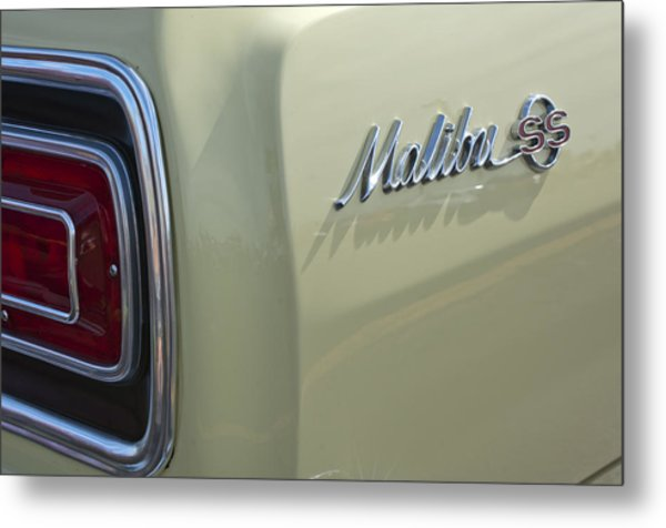 1965 Chevrolet Chevelle Malibu Ss Emblem And Taillight Metal Print