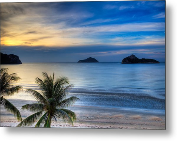 Metal Print featuring the photograph Ao Manao Bay by Adrian Evans