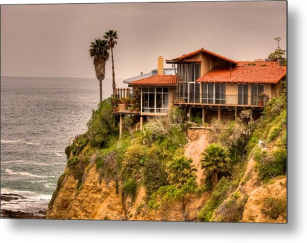 House On Crescent Bay Metal Print by Itay Dollinger