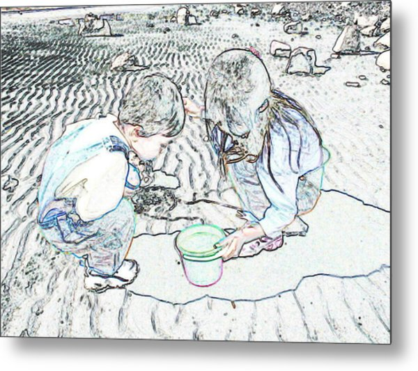 Kids On The Beach Metal Print by Ming Yeung