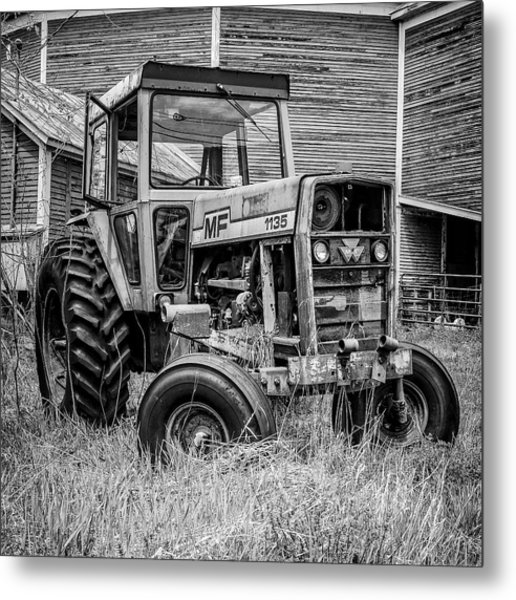 Old Vintage Tractor On A Farm In New Hampshire Square Metal Print