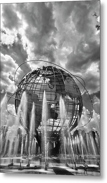 Unisphere And Fountains Flushing Meadow Park Nyc Metal Print