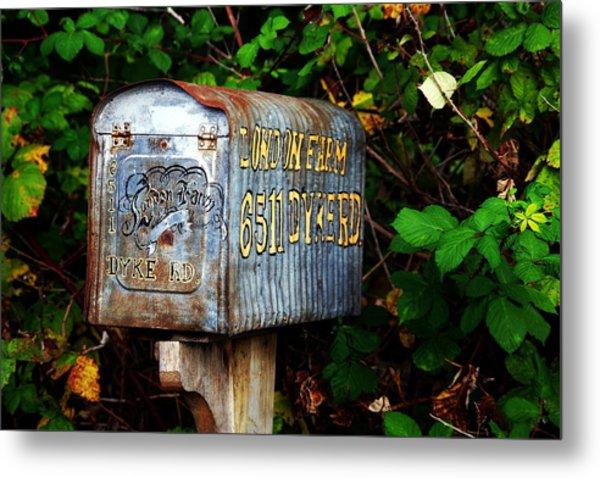 Vintage Postbox Metal Print by Ming Yeung