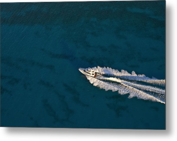 Yacht Underway Metal Print by Richard Steinberger