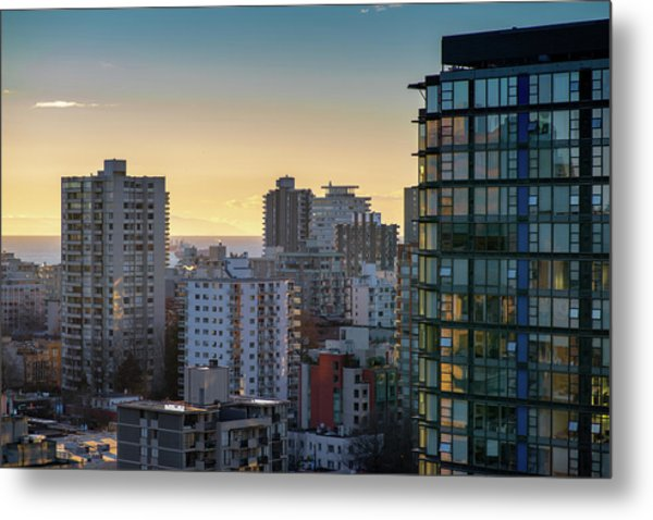 Dusky Hues Over The Pacific Metal Print