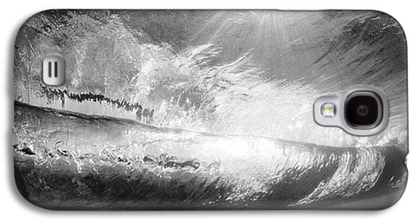 Black And White View Under Wave Galaxy S4 Case