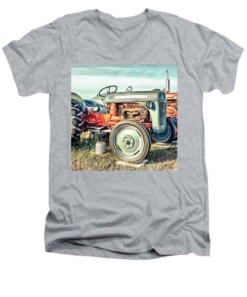 Vintage Tractors Pei Square Men's V-Neck T-Shirt