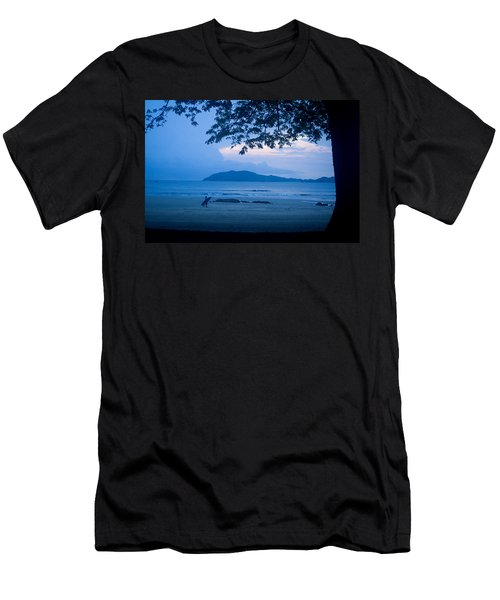 Strolling Surfer Men's T-Shirt (Athletic Fit)