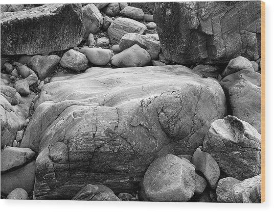 Coastal Granite In Black And White Wood Print by David Thompson