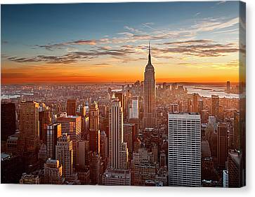 Sunset Over Manhattan Canvas Print by Inigo Cia