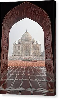 Taj Mahal - Color Canvas Print by Stefan Nielsen
