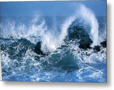Ocean Wave Metal Print by Boon Mee