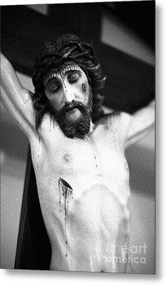 Jesus On The Cross Metal Print by Gaspar Avila