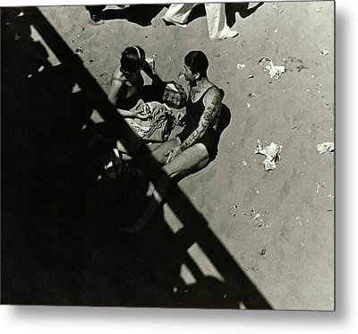 A Couple At Coney Island Metal Print