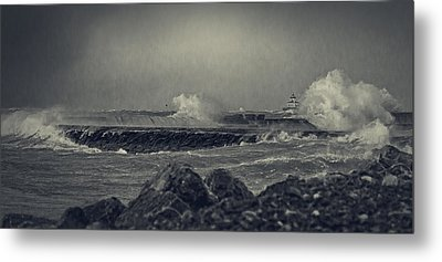 A Mighty Wind Metal Print by Everet Regal