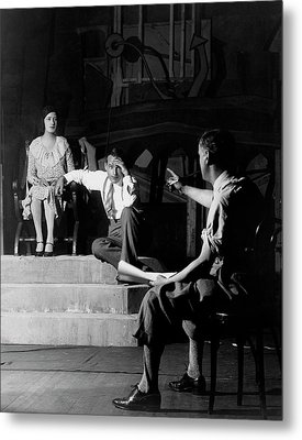Alfred Lunt On Stage With Lynne Fontanne Metal Print by Florence Vandamm