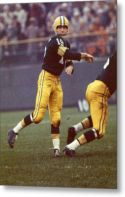 Bart Starr Follows Through Metal Print by Retro Images Archive