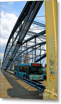 Bus Crossing The Smithfield Street Bridge Pittsburgh Pennsylvania Metal Print by Amy Cicconi