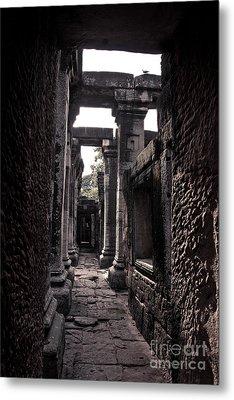Castle Metal Print by Thammasak Kanjananul