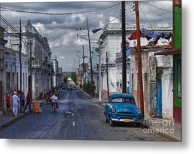 Metal Print featuring the photograph Cuba Traffic by Juergen Klust