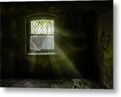 Darkness Revealed - Basement Room Of An Abandoned Asylum Metal Print by Gary Heller