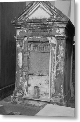 Metal Print featuring the photograph Grave I by Beth Vincent