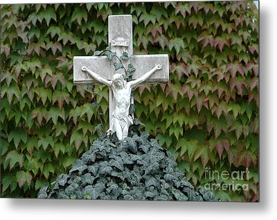 Grey Marmoreal Cross With Trailing Ivy Metal Print