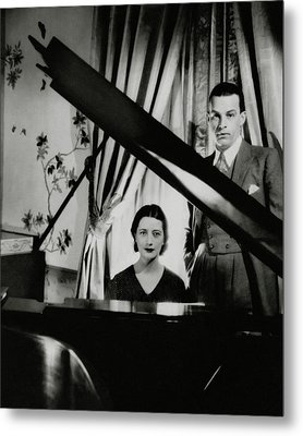 Lynn Fontanne And Alfred Lunt At A Piano Metal Print