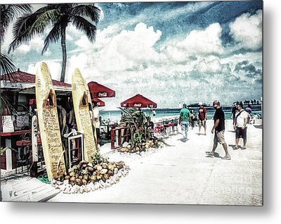 Metal Print featuring the photograph Nassau Beach by Gina Cormier