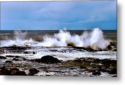 Metal Print featuring the photograph Ocean Spray 2 by Joseph Hollingsworth