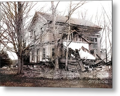 Old Abandoned Farmhouse Michigan Landscape Metal Print by Kathy Fornal
