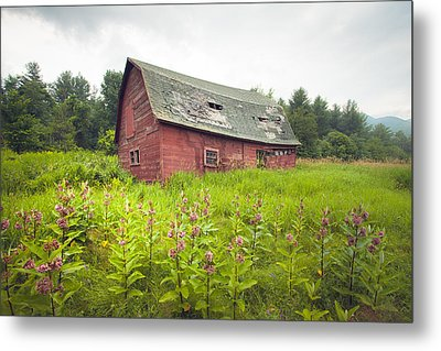 Old Red Barn In A Field - Rustic Landscapes Metal Print by Gary Heller