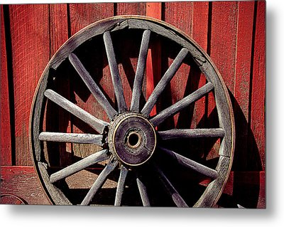Old Wagon Wheel Metal Print by Garry Gay