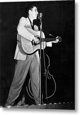 On Stage Elvis Presley Plays And Sings Metal Print by Retro Images Archive