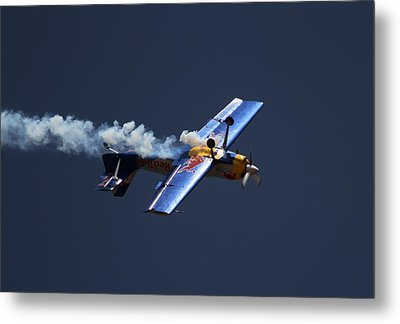 Metal Print featuring the photograph Red Bull - Inverted Flight by Ramabhadran Thirupattur