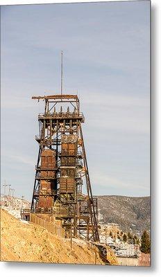 Rusty Mining Headframe Metal Print by Sue Smith