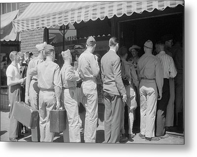 Soldiers From Fort Benning At The Bus Metal Print