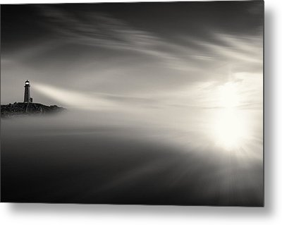 Sunrise Over The Sea Metal Print by Gary Smith