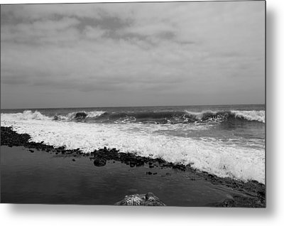 Surf Rolling In  Metal Print