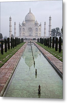 Taj Mahal Early Morning Metal Print by John Hansen