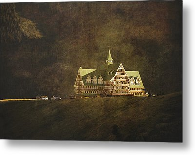 The Historic Prince Of Wales Hotel Metal Print by Roberta Murray