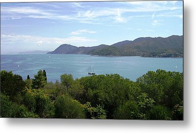 Metal Print featuring the photograph The Sea Beyond by Giuseppe Epifani
