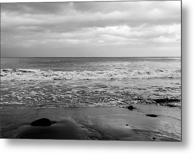 Waves Rolling In  Metal Print