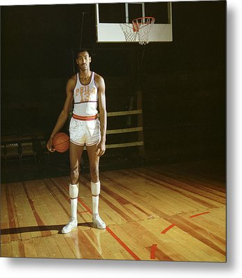 Wilt Chamberlain Stands Tall Metal Print by Retro Images Archive