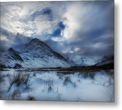Winter At Tryfan Metal Print by Beverly Cash
