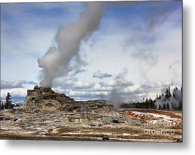 Yellowstone Castle Geyser Metal Print by Leslie Kirk