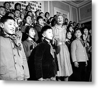 First Lady Pat Nixon With Children Metal Print by Everett